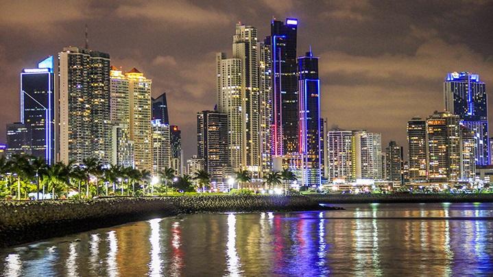 De Carro na Cidade do Panamá